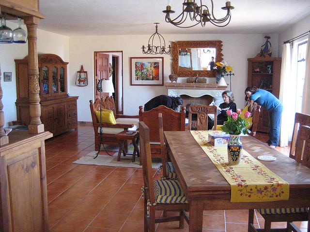 Auch im Wohnzimmer sind Terracotta Fliesen beliebt!