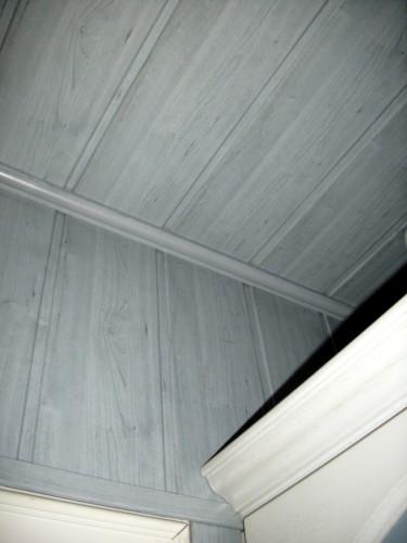 Wand mit Holz verkleiden: Kosten & Montage