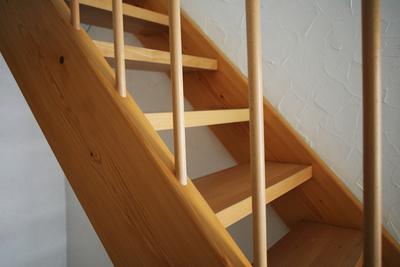 Super Sanierungsprojekt: Holztreppe selber bauen ZM11