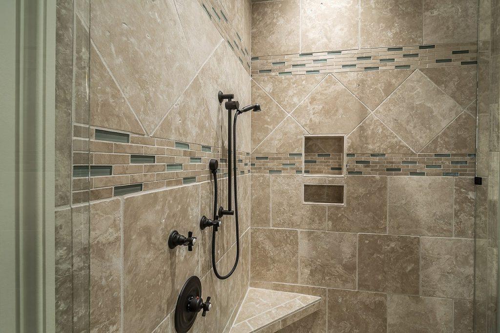 Dusche fliesen ▷ Vorteile, Nachteile & Vorbereitung des ...