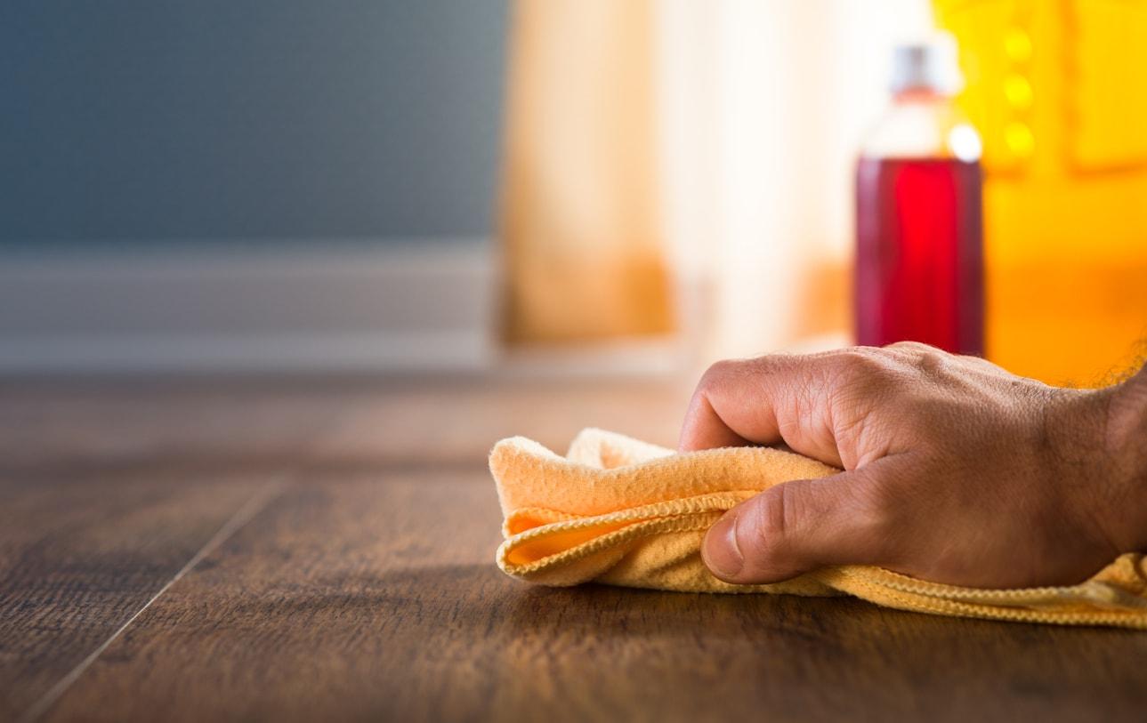 Laminat reparieren ▷ So entfernen Sie Kratzer und Löcher