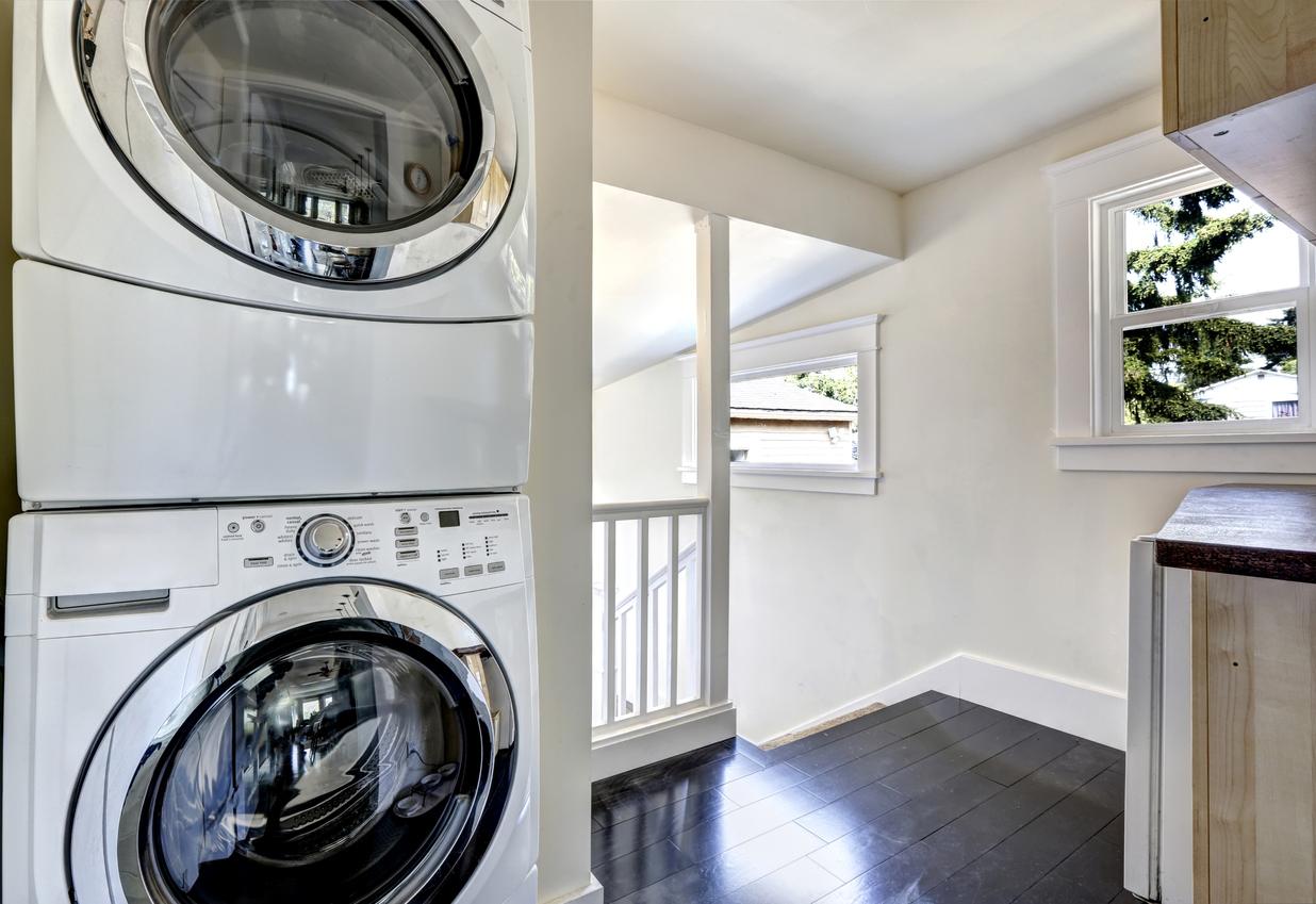 Trockner auf der Waschmaschine ▷ So geht\'s richtig!